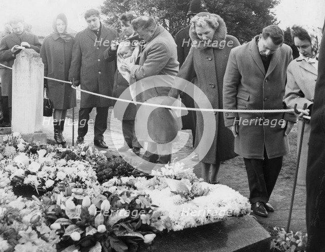 The public file past the grave of Sir Winston Churchill, Bladon, Oxfordshire, 1965. Artist: Unknown