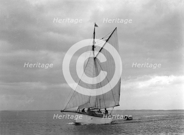 The gaff rig sailboat 'Bunty' close-hauled, 1921. Creator: Kirk & Sons of Cowes.