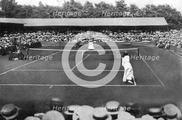 A women's final at the old Wimbledon, 1905. Artist: Unknown