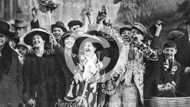 Pearly king and queen in high spirits, London, 1926-1927. Artist: Unknown