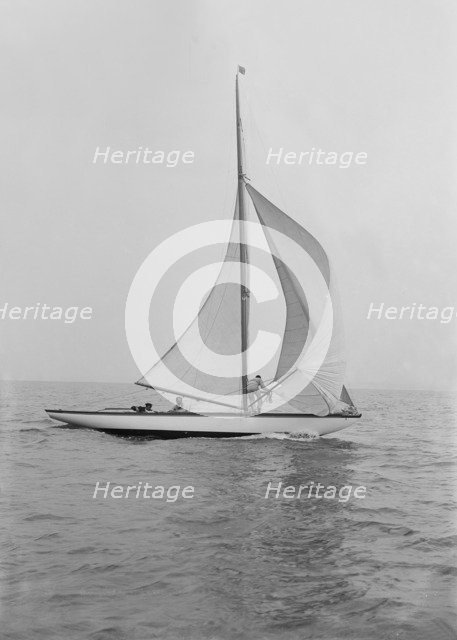 The 6 Metre 'Vanda' sailing with spinnaker, 1914. Creator: Kirk & Sons of Cowes.