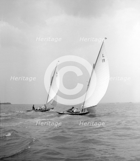 'Sioma' and 'Ejnar' race downwind, 1912. Creator: Kirk & Sons of Cowes.