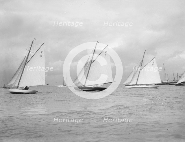 'Le Jade' (H21), the Norwegian 'Antwerpia IV' (H1) and 'Ventana' (H11) start the 8 Metre class race. Creator: Kirk & Sons of Cowes.