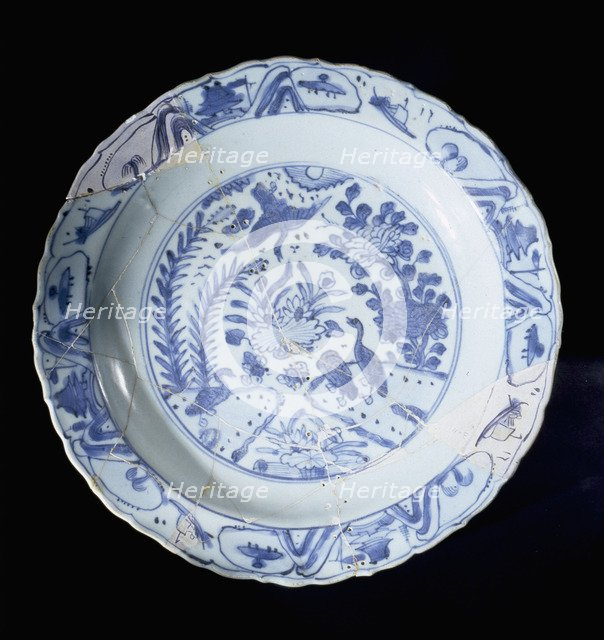 Chinese blue and white patterned porcelaine is convincing proof of trading connections between the Emirates and the far East.