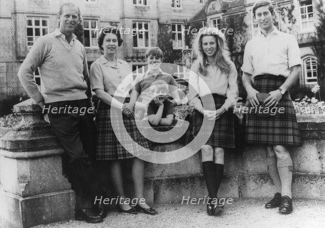 The Royal family, silver wedding annivesary photograph, 1972. Artist: Unknown