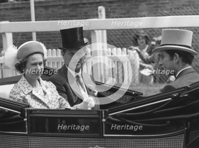 The Royal party driving down the course on the first day of Royal Ascot, 17th June 1975. Artist: Unknown
